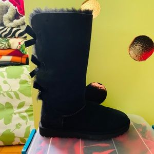 UGGs Black only worn once!